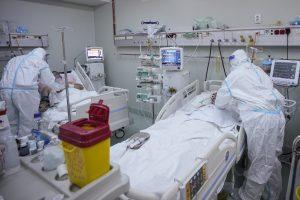 Rumunsko zažíva covidové Bergamo. Zomierajú rekordné počty pacientov a všetky lôžka sú plné