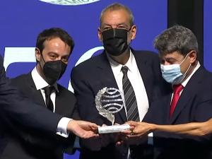 Spisovateľka, ktorá vyhrala literárnu cenu v Španielsku, je vskutočnosti trojica mužov